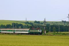 2007 - 06 10 - Nezamyslice, 140085 a 141023 v zatáčce se zeleným polem